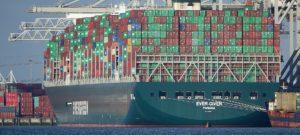 ever given el carguero atravesado en el canal de suez